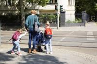 Müttergenesung_Mutter-Schulkinder-Straßenverkehr